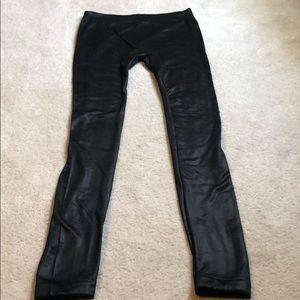 Shiny black tight/leggings